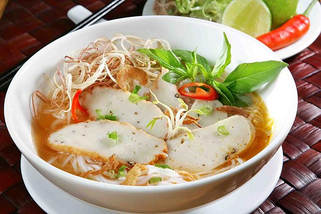 Bánh canh chả cá thơm ngon, hương vị đặc trưng, khác hẳn với các loại bánh canh khác. Ảnh: Jamja