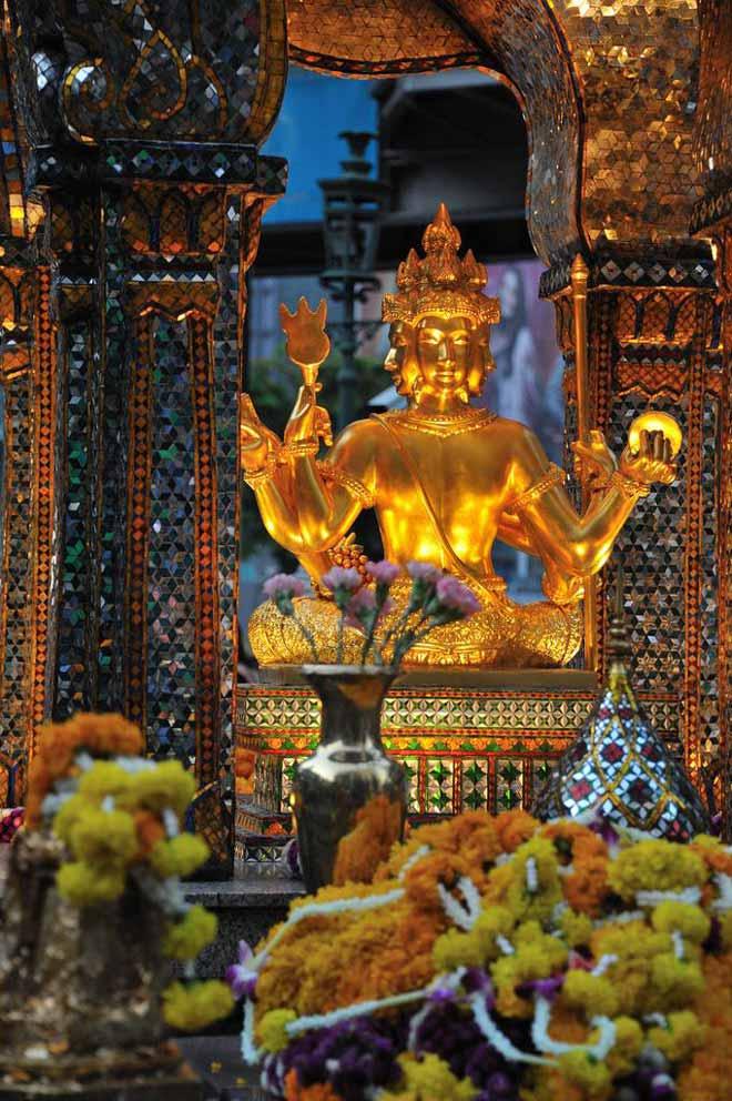 Địa điểm du lịch Thái Lan tháng 6: Bức tượng Phật Bốn Mặt