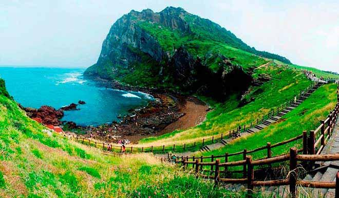 Ngắm hình Hàn Quốc tháng 6 từ vách núi đảo Jeju