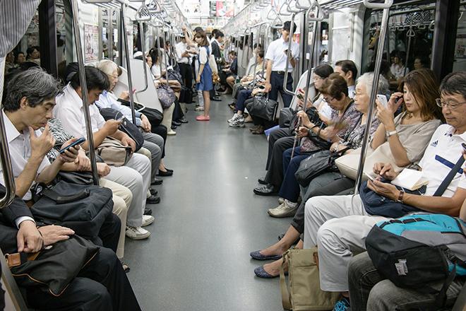 Một trong những lưu ý chính là đừng làm ồn và ăn uống trên tàu điện ngầm ở Nhật Bản. Ảnh: guidable