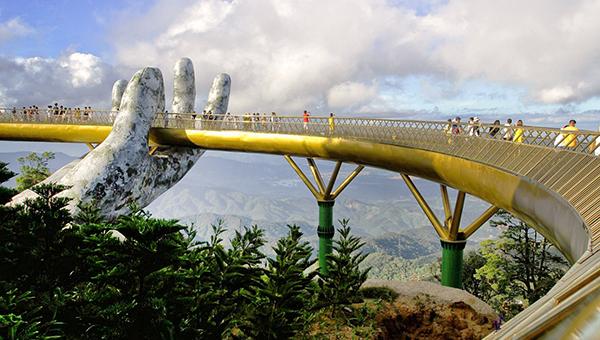 Check-in Cầu Vàng Đà Nẵng khuấy đảo giới du lịch