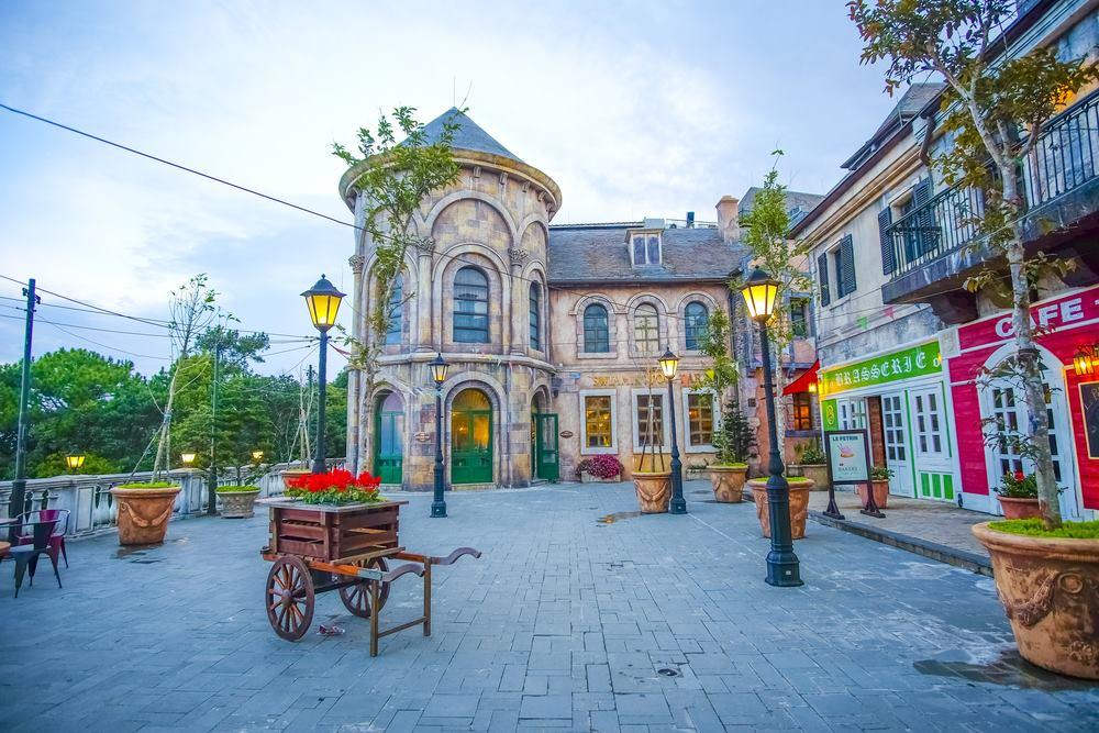 Khu làng Pháp ở Bà Nà Hills như một châu Âu thu nhỏ. Ảnh: Internet