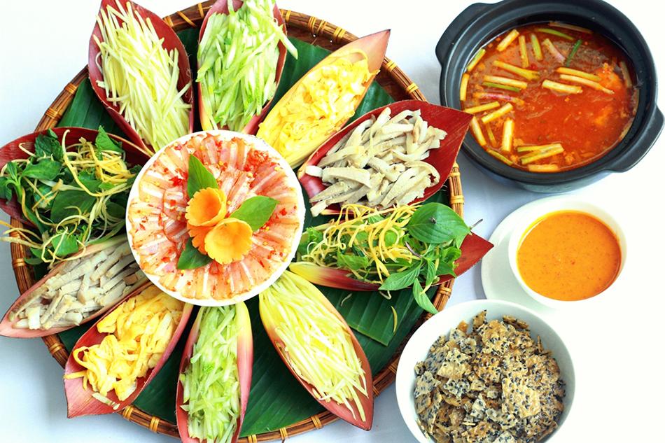 Lẩu thả hay bún thả là món ăn truyền thống ở Phan Thiết. Ảnh: Nemtv