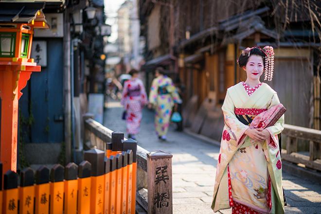 Khu Gion là nơi hiếm hoi vẫn còn những geisha truyền thống đang hành nghề. Ảnh: travel caffeine